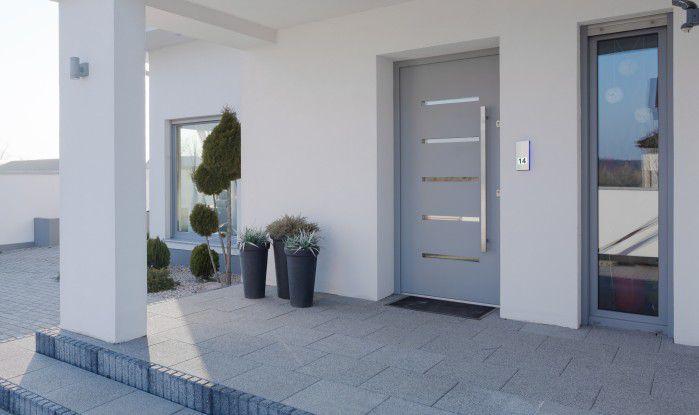 Mit Hilfe einer intelligenten Türsprechstelle wie die DoorLine-Modelle von Telegärtner Elektronik ist der Besitzer immer erreichbar.