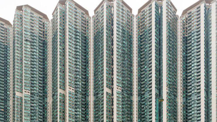 Platz ist Mangelware in Hongkong: Wohntürme mit 60 Stockwerken prägen das Stadtbild.