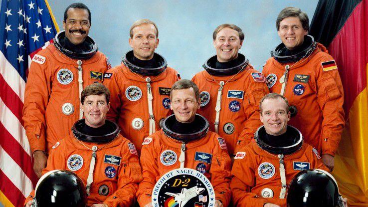 Die Crew von STS-55 v.l.n.r. Vorne: Terence Henricks, Steven Nagel, Charles Precourt; Hinten: Bernard Harris, Hans Wilhelm Schlegel, Jerry Ross, Ulrich Hans Walter