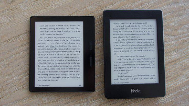 Kindle Oasis (links) vs. Paperwhite (rechts): Im Test verraten wir Ihnen, ob ein Update auf Amazons neuesten E-Book-Reader lohnt.