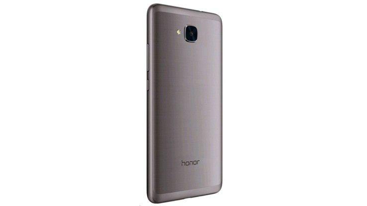 Das Honor 5C bietet eine Rückseite aus Alu, der Rahmen besteht aus Kunststoff, dort liegen auch die 2 Antennen für Telefonie und Internet.