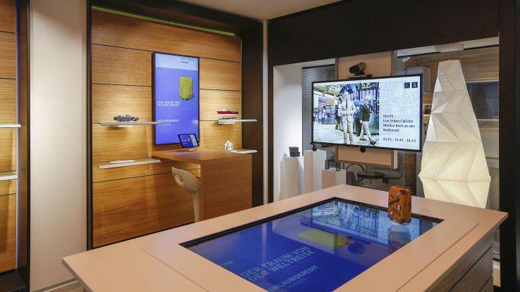 In der Bankffiliale der Zukunft, das zeigt der Showcase weFinance, spielen reale und virtuelle Welt zusammen.