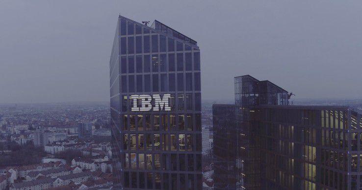 Münchens höchstes Firmenlogo: Das IBM Watson IoT Center in den Highlight Towers.