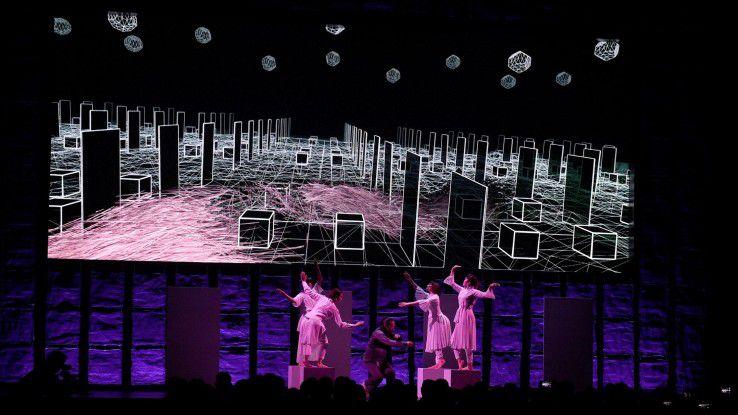 """Die CeBIT empfängt ihre Gäste aus aller Welt mit der internationalen """"CeBIT Welcome Night"""". Im Bild die Show """"Atmen mit BIT""""."""