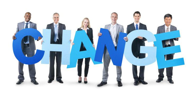 Es empfiehlt sich, die Entwicklertruppe in die Entscheidungsfindung pro Agilität einzubinden und den Wechsel im Team vorzubereiten.