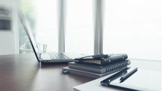 "Webcast: So funktioniert das ""Büro to go"" - Foto: ESB Professional - shutterstock.com"