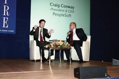 """Craig Conway (l.) auf dem """"heißen Stuhl"""". Im Zwiegespräch mit Interviewer Alex Vieux schilderte der Peoplesoft-Chef seine Gefühle für Oracle-CEO Larry Ellison. Fazit: Es gibt sie nicht. Foto: Dasar"""