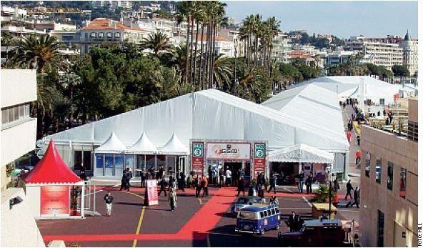 """3GSM World in Cannes: """"Wir reden nicht mehr nur über Bluetooth, WLAN, UMTS, mobile Grafikprozessoren und schnelle, energiesparende CPUs wie unseren X-Scale sowie integrierte Kameras. Jetzt bringt die Industrie die Geräte auf den Markt."""""""