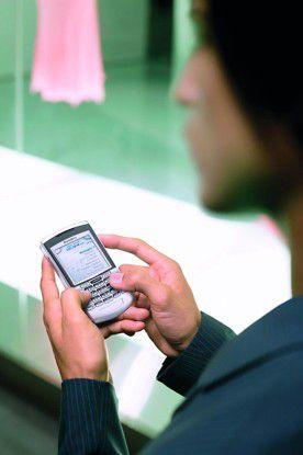 Bis 2012 sollen einer Studie der Beratungsgesellschaft Deloitte zufolge mehr als 20 Millionen Deutsche mit Handy oder Smartphone im mobilen Netz unterwegs sein.