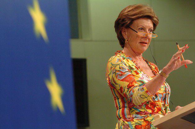 EU-Wettbewerbskommisarin Neelie Kroes will den Carriern auf die Finger klopfen.