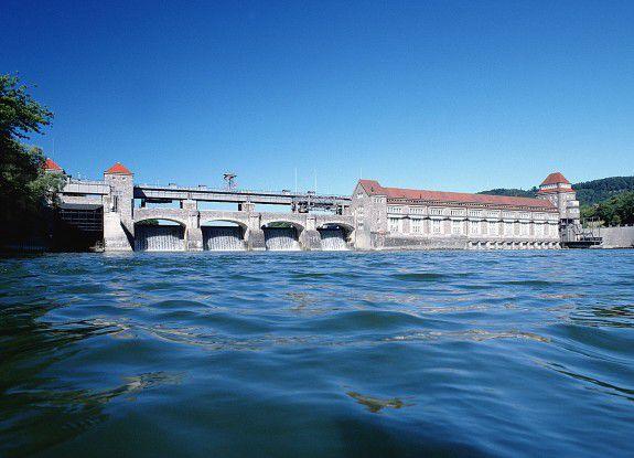 Laufwasserkraftwerk von NaturEnergie am Hochrhein.