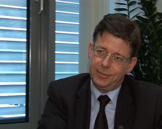 Reinhard Clemens: Wir stehen kurz vor Abschluss der Partnersuche. Ich habe unseren Mitarbeitern versprochen, dass wir die Entscheidung in diesem Quartal treffen.