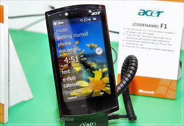 Das Acer-Smartphone F1 mit der Oberfläche von Windows Mobile 6.5.