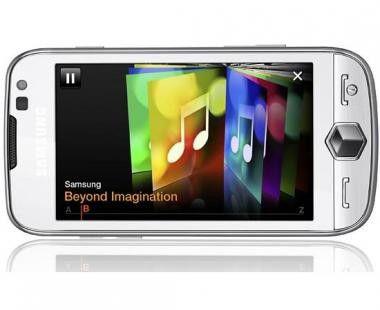 Samsung Omnia II - im vermeintlichen Millionärs-Paket mit ein paar Extras.