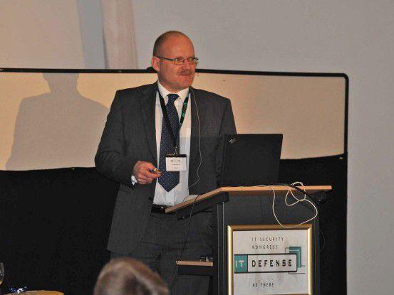 Oberstleutnant Volker Kozok zeigte auf der diesjährigen IT-Defense, wie Bulletproof-Hoster vorgehen.